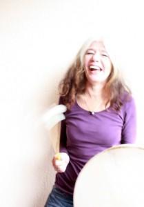 Petra mit Schamanen-Trommel